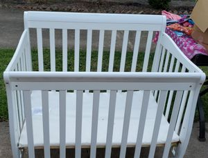 Mini baby crib perfect for small spaces or to have next to the bed for Sale in Houston, TX