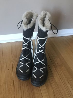 Sorel women's glacy explorer snow boot for Sale in Minneapolis, MN
