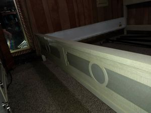 King sized bed frame from rooms to go for Sale in Lake Wales, FL