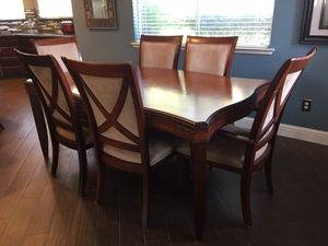 Dining table with 6 chairs and 2 leaf extensions for Sale in Clovis, CA
