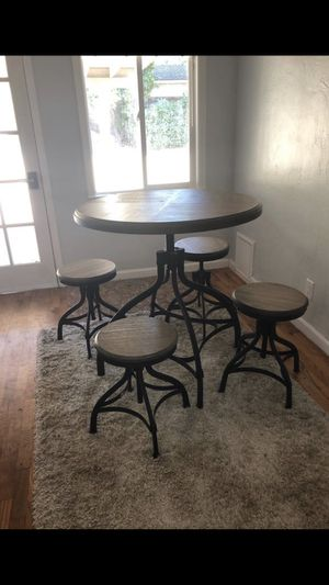 Kitchen table and stools for Sale in San Jose, CA