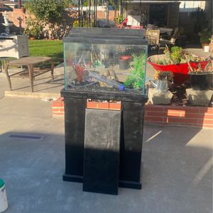 25 Gallon Fish Tank With Stand (Accesories Included) for Sale in Chino, CA