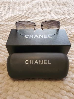 Chanel 4117B lilac frame sunglasses for Sale in Manteca, CA