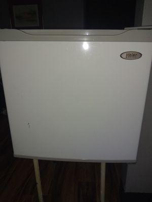 Mini Haier fridge for Sale in Snellville, GA