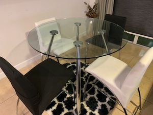 Modern Round Table with Chairs for Sale in West Palm Beach, FL
