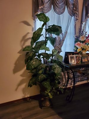 Beautiful artificial big plant for Sale in Oklahoma City, OK
