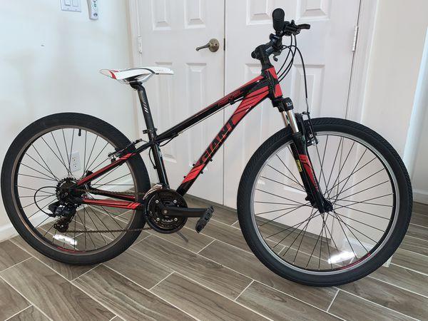 """Giant revel XXS Frame mountain bike W/26x2.10"""" Tires"""