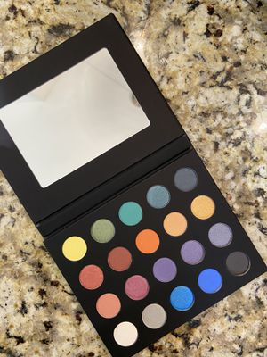 NewWave Collections Eye Shadow and Contour and Glow Palettes for Sale in Evanston, IL