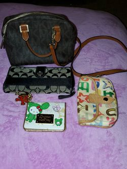 Lot Of Wallets and Small Hangbag. for Sale in Vancouver,  WA