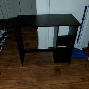 Small Desk Like New Only $10(pending pick up) for Sale in Chandler, AZ