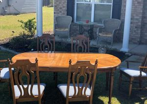 Table w/ 6 chairs and extension for Sale in Elgin, SC