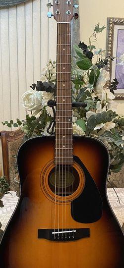 sunburst yamaha acoustic guitar for Sale in Bell,  CA