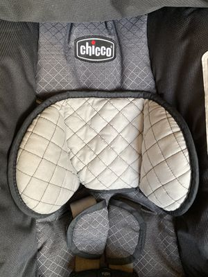 CHICCO INFANT CAR SEAT WHITH BASE for Sale in Ontario, CA