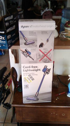 Brand new Dyson v7 cordless vacuum for Sale in Bakersfield, CA