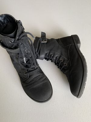 Children's place girls boots size 2y for Sale in Fontana, CA