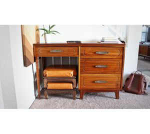 Vintage mid century small desk for Sale in Las Vegas, NV