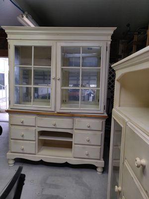"High end Hillsdale ""Wilshire"" antique white 3 piece set for Sale in Sebring, FL"