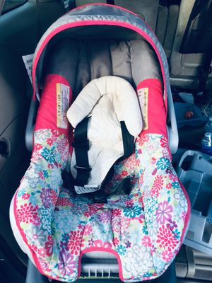 Car seat with its base for Sale in Leesburg, VA