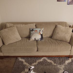 Beige Couch for Sale in Tacoma, WA