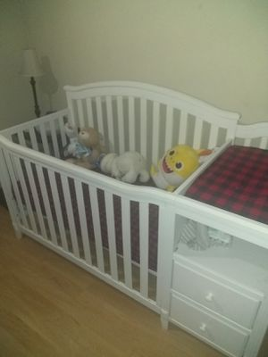 Baby crib with changing table for Sale in Fort Worth, TX