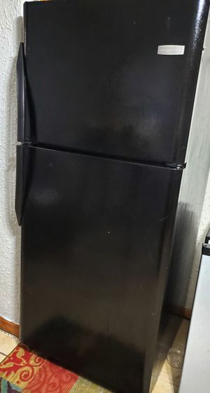 Frigidaire refrigerator- black for Sale in Fairview Heights, IL