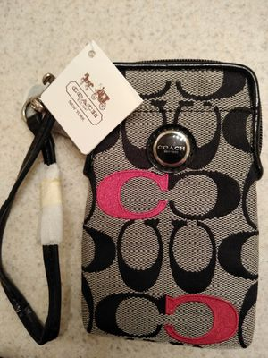 New Coach cell phone holder/wristlet for Sale in Clovis, CA