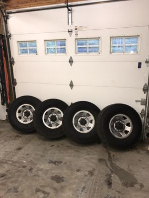"""Toyota truck 4runner tires and wheels set 31"""" for Sale in Silverdale, WA"""