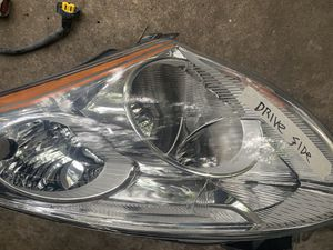 Headlight driver side from a 2012 Nissan Altima for Sale in Gonzales, LA