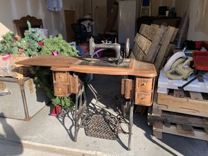 Antique Singer sewing machine table for Sale in Nashville, TN