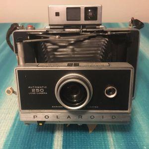 Polaroid 250 Automatic Land Camera. Instant Film Vintage for Sale in Miami, FL