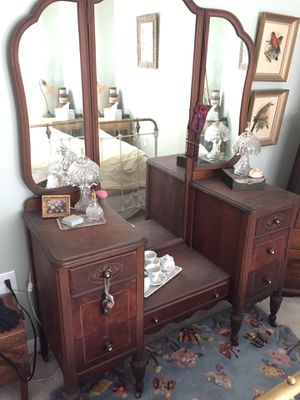 Antique vanity with matching dresser for Sale in PROVDENCE FRG, VA