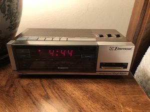 Emerson Dual Alarm Clock Radio RED5667 for Sale in Queens, NY