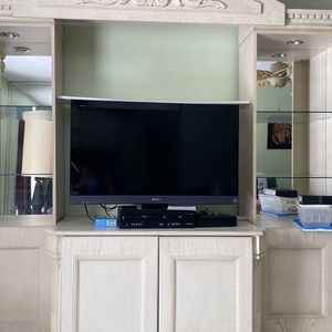 Free Wall Unit Must Go By Sunday for Sale in Boca Raton, FL