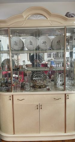 Beautiful White China Cabinet for Sale in Union,  NJ