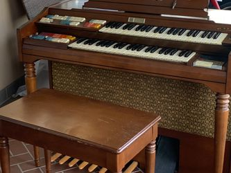 Nice Organ For Free for Sale in Montesano,  WA