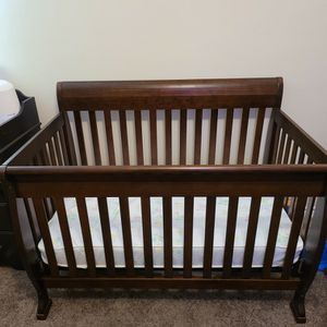 Crib And Changing table for Sale in Coppell, TX
