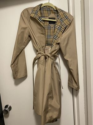 Burberry Trench Coat for Sale in Chicago, IL