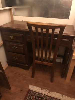 SOLID WOOD DESK. Great shape. Chair included for Sale in Tempe, AZ