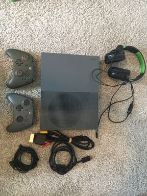 Xbox one with games and Turtle Beach Headset for Sale in Colorado Springs, CO