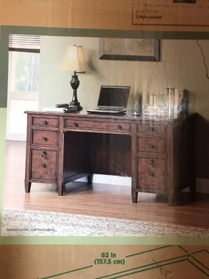 Desk for Sale in Paramount, CA