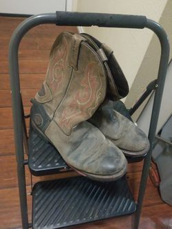 FREE USED AND DAMAGED BOOTS 81/2 for Sale in Fort Worth,  TX