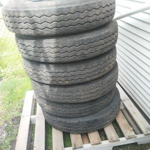 RV Tires. 8R-19.5 Like New for Sale in Lockport, NY