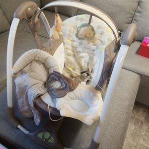 Baby swing for Sale in Lombard, IL