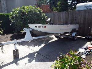 12 foot aluminum boat with a trolling motor and a 35hp motor for Sale in Vancouver, WA