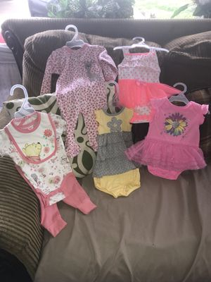 5 pc set (1) new born and (4) O/3 months girls clothes for Sale in Greenville, MS