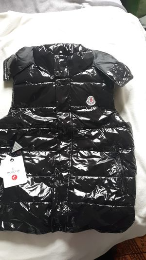 Large moncler 200$ for Sale in Frederick, MD