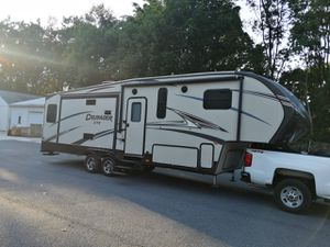 2015 FOREST river primetime CRUSADER 5th wheeler for Sale in Brookhaven, PA
