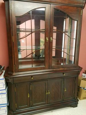 Beautiful China Hutch for Sale in Nederland, TX
