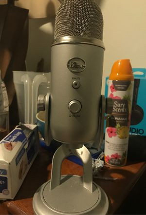 Blue yeti silver edition microphone for Sale in Snohomish, WA