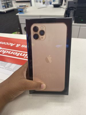 iPhone 11 three cameras for Sale in Baton Rouge, LA